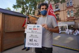 La protesta de los funcionarios públicos de Ibiza, en imágenes. (Fotos: Marcelo Sastre)