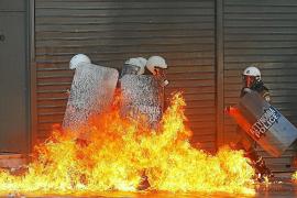 Grecia se paraliza en rechazo a los nuevos recortes del Gobierno de Samarás