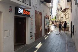 Bitcoin, Etherum, Tether y Ripple: las criptomonedas llegan a las tiendas del barrio