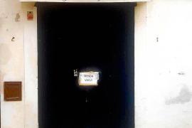 En los locales de la Marina proliferan los carteles con la leyenda «tienda vacía», para evitar posibles robos