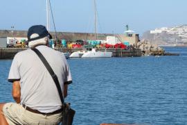 Marlaska descarta traslados masivos de migrantes a la península