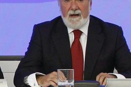 Mayor Oreja: «Es un disparate que se televisen los problemas  del orden público porque incitan a manifestarse»
