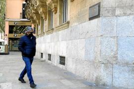 Un año de cárcel por vender coches en Palma con el kilometraje trucado