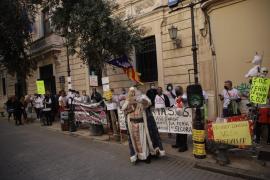 Protesta de feriantes y chikiparks cargada de decibelios contra Armengol