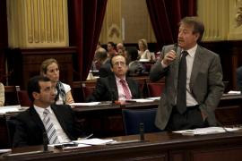 El Parlament pide por unanimidad a Salut mejorar las listas de espera