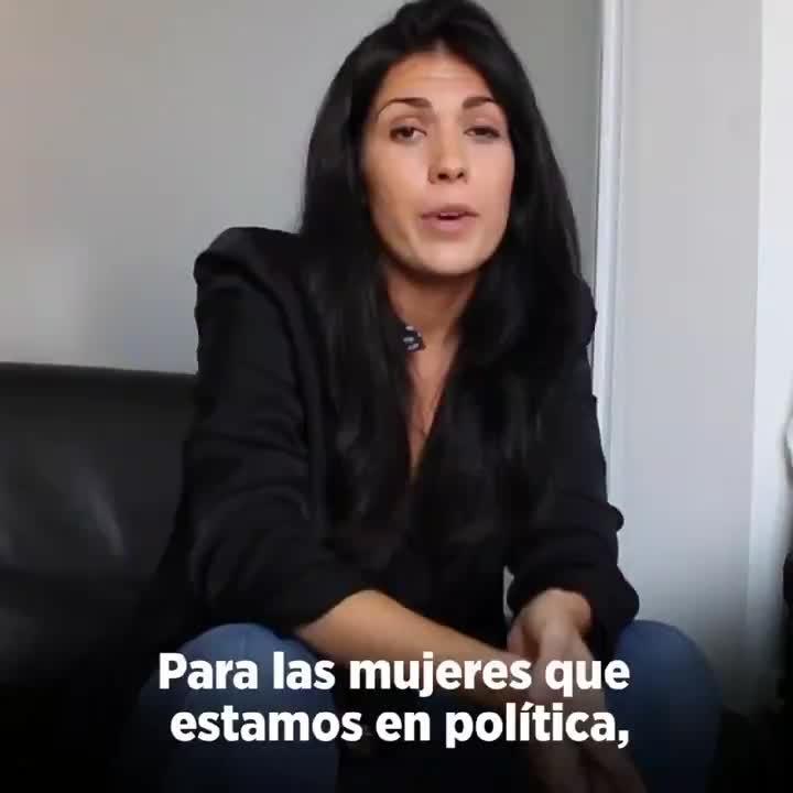 Naiara Davó, la diputada de Podemos, que reivindica el pintalabios rojo como símbolo «antifascista»