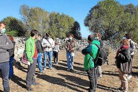 Más de treinta personas participan en la visita al poblado dels Antigors
