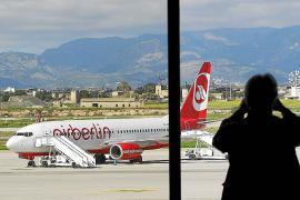 AENA Palma aplica el protocolo de sanidad en un avión de Air Berlin por un posible contagio vírico
