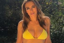 Elizabeth Hurley sorprende mostrando a su hermana mayor en bikini
