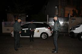 La policía irrumpe en una fiesta con 100 personas en el polideportivo de Sineu