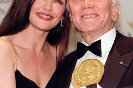 Catherine Zeta Jones y Kirk Douglas
