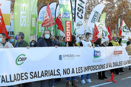 Concentración de protesta de docentes en Palma por la congelación salarial