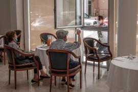 Los mayores de las residencias podrán solicitar un permiso para salir en Navidad