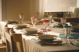 Superar el aforo permitido en las comidas familiares estará multado con hasta 60.000 euros