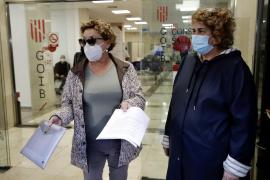 Empleados del ambulatorio del Carmen denuncian la retirada de sus pancartas por el traslado al Hospital General