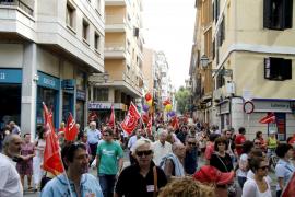 Cerca de mil personas se suman a la protesta contra los Presupuestos 2013