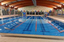 La piscina cubierta de Lloseta reabre renovada y el Ajuntament descarta su privatización