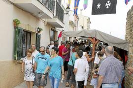 Miles de personas recorren la Fira d'Alcúdia que estrena un popular mercado medieval