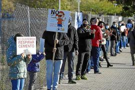 Protesta en Palma contra la construcción de una hormigonera en Son Güells