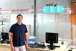 Rodrigo Romero, concejal de Promoció Econòmica i Ocupació, ante el PAE .