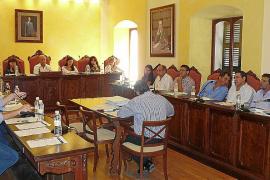 El pleno de Manacor apoya a los profesores y pide la retirada del vídeo de los jóvenes del PP