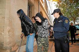 Piden ocho y seis años de cárcel a dos jóvenes por apuñalar y agredir con un martillo a dos hombres en La Soledat