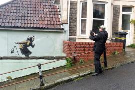 Banksy sorprende con un nuevo mural en la calle más empinada de Inglaterra