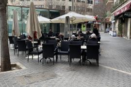 Las terrazas de bares y restaurantes tendrán que cerrar a las 18:00 horas los fines de semana y vísperas de festivos