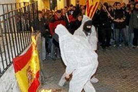 Quemar la bandera española es delito y no libertad expresión, según el Constitucional