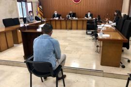 Dos años de cárcel por intentar violar a su vecina en el rellano de su edificio del Port d'Alcúdia