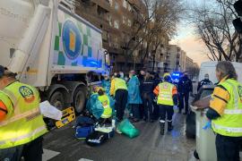 Muere una ciclista arrollada por un camión de la basura en Madrid