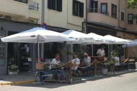 Cort prolongará el permiso para ampliar las terrazas en aparcamientos