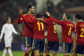 Una exhibición de Pedro conduce a España