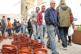 La amenaza de lluvia no logra deslucir una feria centrada en la artesanía y la gastronomía