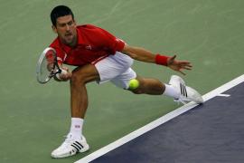 Djokovic destrona a Murray salvando cinco bolas de partido