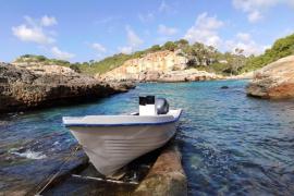 Localizan una patera en es Caló, Formentera