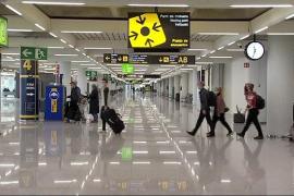 Largas colas en Madrid para hacerse la PCR antes de viajar a Baleares y Canarias
