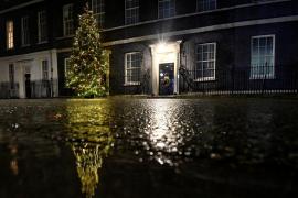 Johnson establece duras restricciones en Londres por el alza de contagios