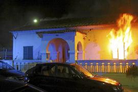 Lanzan de madrugada un cóctel molotov y pegan fuego a una casa abandonada de Palma