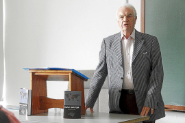 Geoffrey Iley explica en la UIB por qué eligió Mallorca como epicentro de 'Navegator'