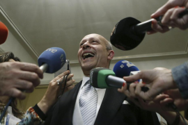 "El PSOE e IU piden que Wert dimita por estar ""inhabilitado"" para ser ministro"