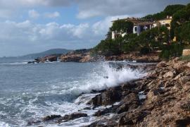 Mallorca y Menorca, en riesgo por oleaje