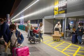 Un 60 % de los viajeros que llegan a Baleares presentan una PCR negativa