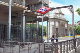 Un hombre armado con un cuchillo siembra el pánico en el metro de Madrid