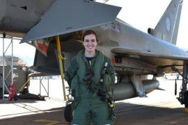 La teniente Elena Gutiérrez, primera mujer en pilotar un caza de combate Eurofighter