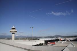 Aterriza en Palma un avión que iba de Londres a Sudáfrica al nacer un bebé durante el vuelo