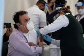 La industria farmacéutica defiende que las vacunas «son seguras y llegarán a todo el mundo»
