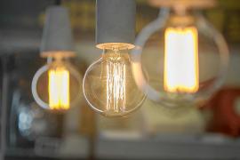 El recibo de la luz sube un 0,37 % en diciembre y es el más caro del año
