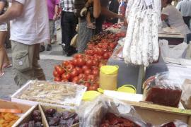 Santanyí se convierte por un día en la capital de la artesanía y el comercio en una Fira multitudinaria