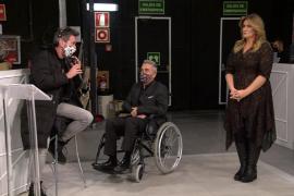 Kiko Hernández aparece en 'Sálvame' en silla de ruedas